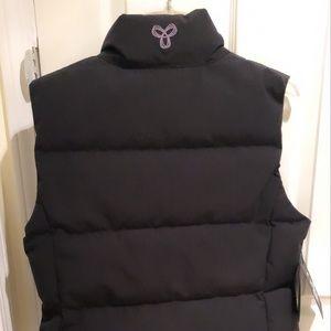 Aritzia powder vest (waterproof) BNWT